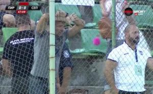 """Дори зад оградата, Радуканов е близо до """"орлетата"""""""