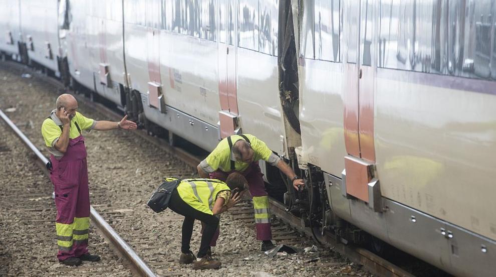Жена пострада при инцидент с влак, борят се за живота й
