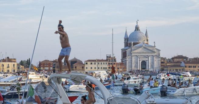 """Властите в италианския град Венеция обявиха, че въвеждат """"12 златни"""