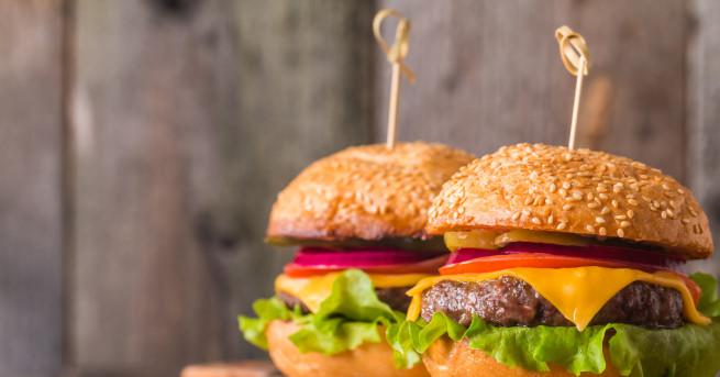 Необходими продукти: 500 г смляно месо от телешка плешка 500 г