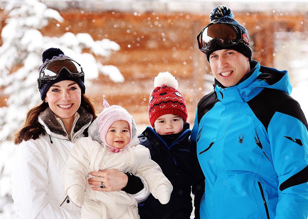 <strong>Любовта към спорта</strong><br> <br> Уилям и Кейт са известни с любовта си към спорта. Кейт харесва много хокей на трева, а Уилям обича да играе футбол, баскетбол и поло. Принцът и принцесата на този етап не са запалени към спорта, но със сигурност един ден ще последват стъпките на родителите си, важен е примерът.