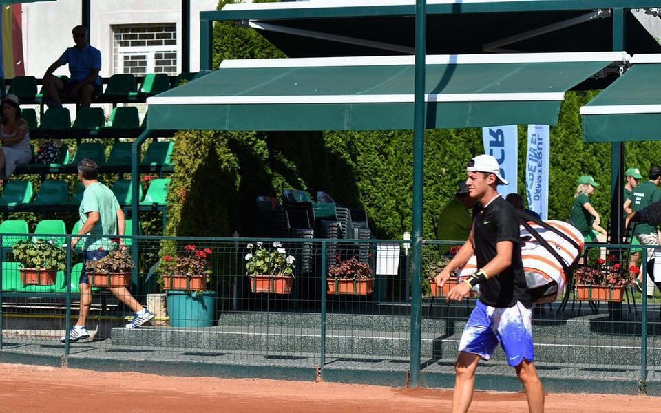 Алекс Лазаров отпадна на 1/2-финал в Питещ заради контузия