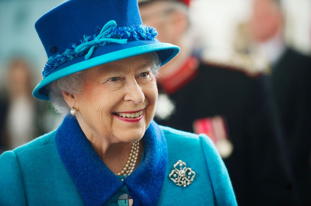 Британската кралица често се повява с ярки тоалети, мака да се придържа към консервативен стил на обличане.