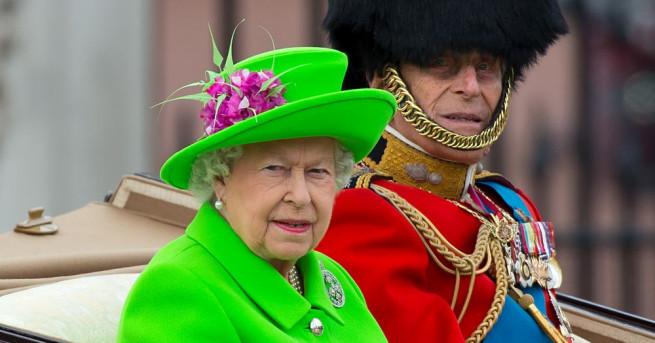 Британската кралица често се повява с ярки тоалети, мака да