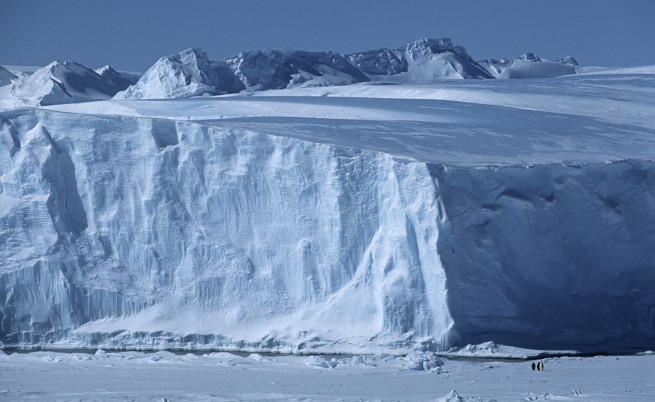Около 100 вулкана спят под ледовете на Антарктика