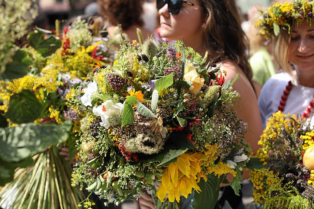 26. Получаването на букет цветя