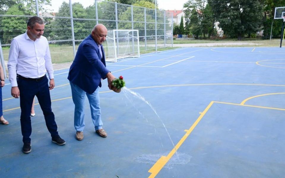 Министър и кмет откриха нова спортна площадка във Варна