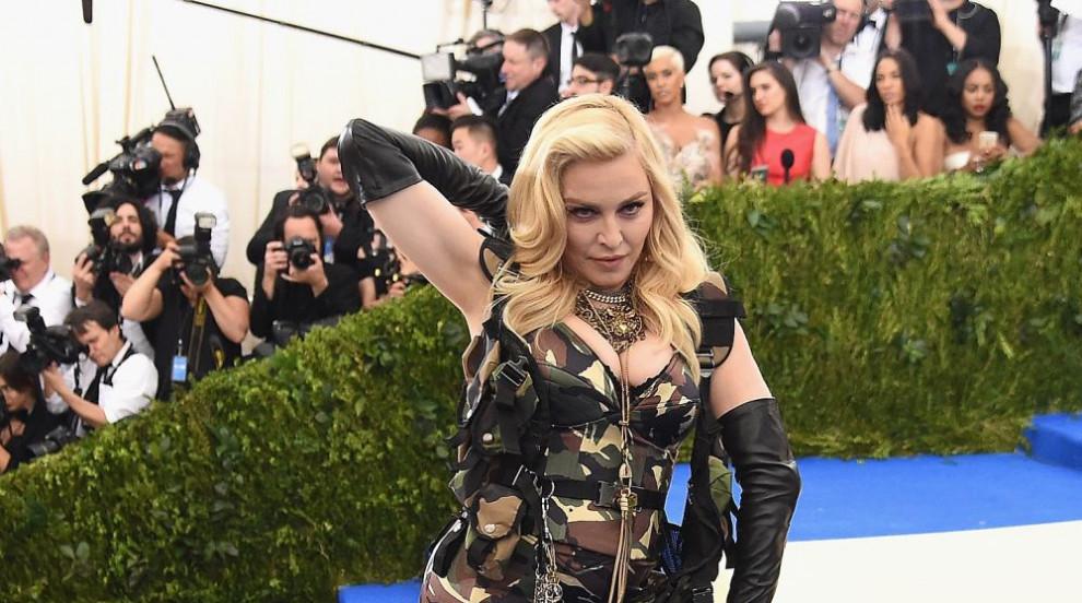Неостаряващата Мадона в нова фотосесия: 59-годишна със секси бельо и...