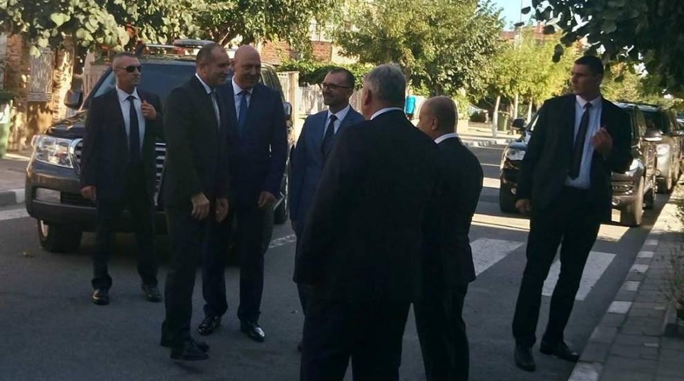 Президентът Радев ще гарантира сигурността на Цветан Василев, ако дойде в...