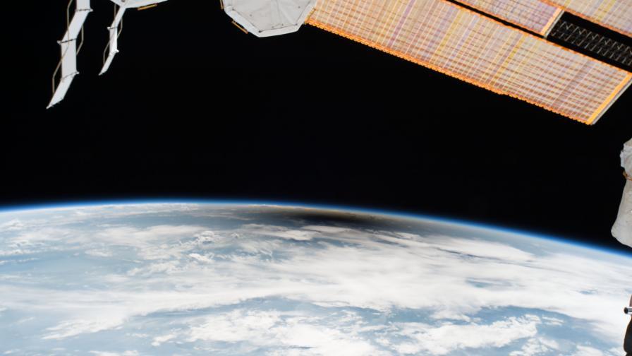 Как изглеждаше слънчевото затъмнение от космоса