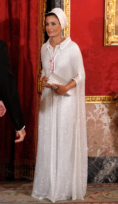 Шейха Моза<br /> Тя е втората жена на шейх Хамад бин Калифа ал Тани и е майка на седем деца. Завършила е университета в Катар, в департамента по психология, а след това продължава образованието си в известни американски университети.Състоянието й се оценява на 7 млрд.