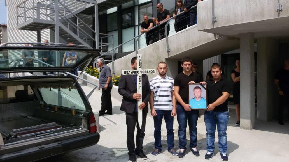 Хиляди изпратиха в последният му път железния Величко Чолаков