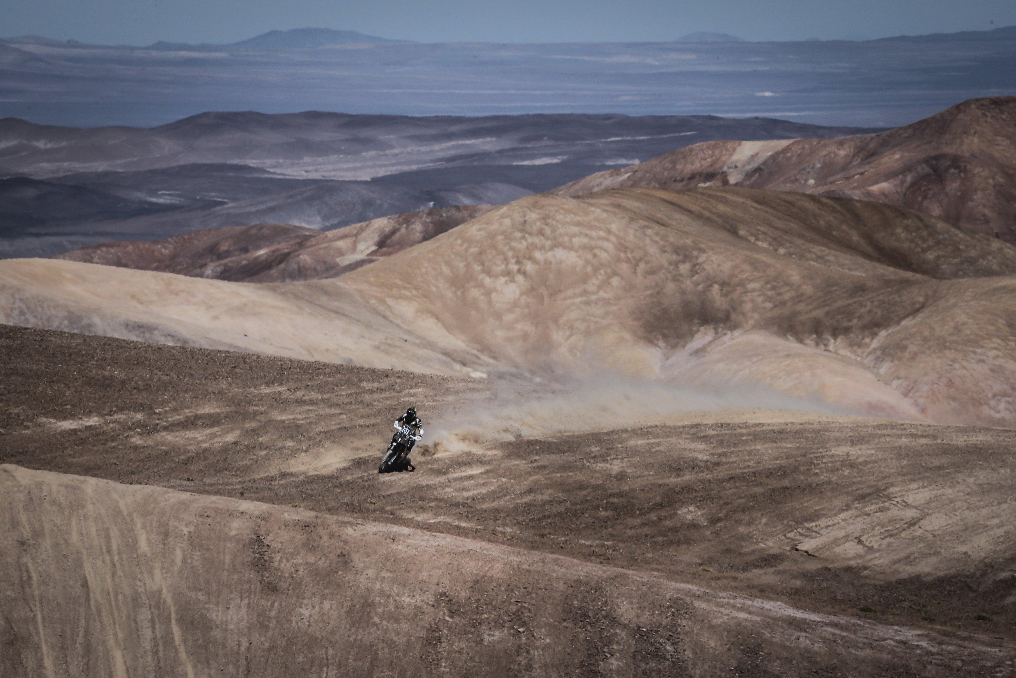 Ето как изглежда Атакама обикновено - безкрайни сухи хълмове, покрити с прах, без следа от живот