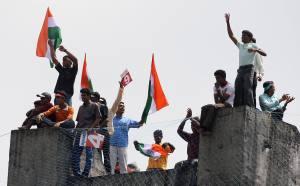 Най-дивите фенове на Индия ще дерат гърла за Бербатов