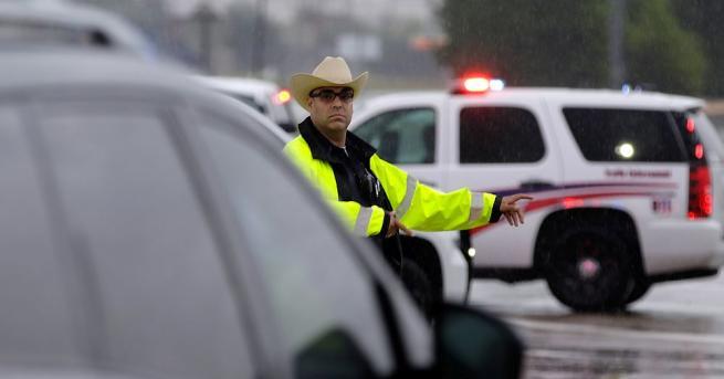 Пет са вече жертвите на природната стихия Харви в американския