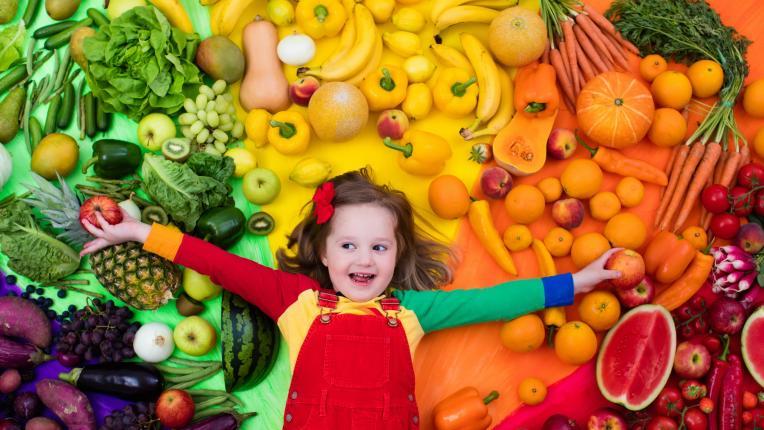 Деца дете плодове зеленчуци