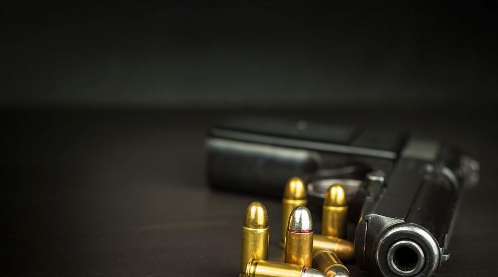 28-годишна разтърва биещи се мъже с изстрел