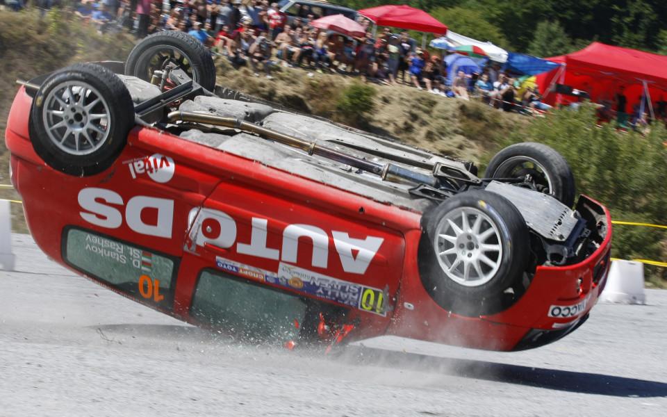 Състезателен автомобил удари зрител на рали Сливен 2017