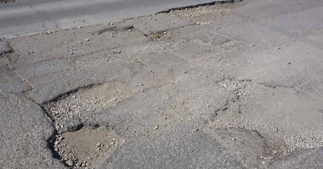 Ежедневно се извършват текущи ремонтни дейности по републиканските пътища, за
