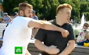 Фен вкара тупалка на репортер в ефир