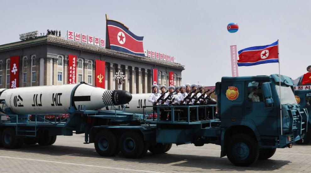Северна Корея отново демонстрира военната си мощ с парад (ВИДЕО)