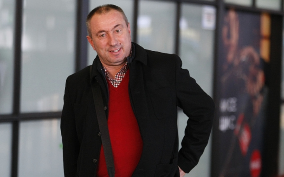 Мъри Стоилов нареден в престижна селекция с Венгер и Куман