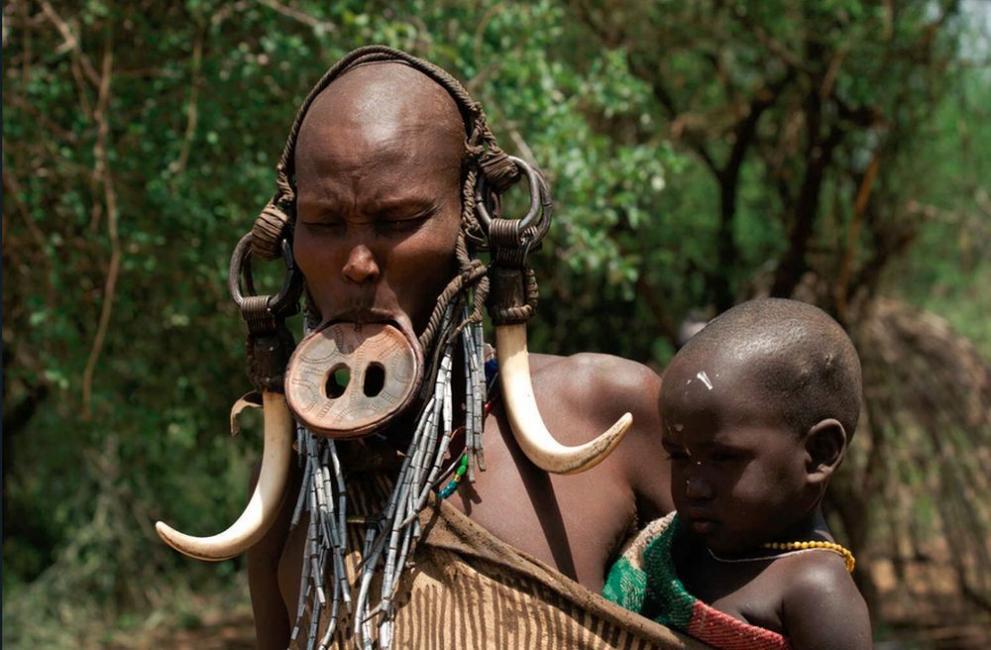 жени мурси племе Етиопия