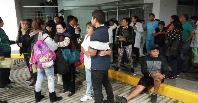 Снимка: Най-малко две жертви от земетресението в Мексико, възможно е цунами