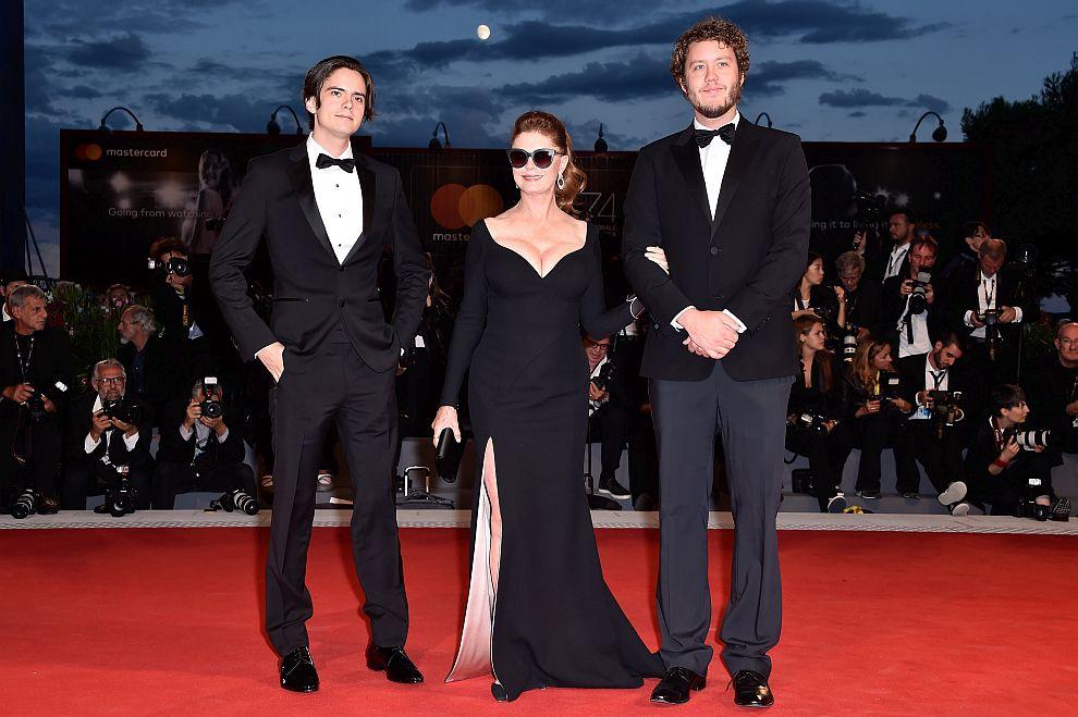 Сюзън Сарандън вв компанията на синовете си – 25-годишниятМайлс(вляво) и 28-годишниятДжак Хенри