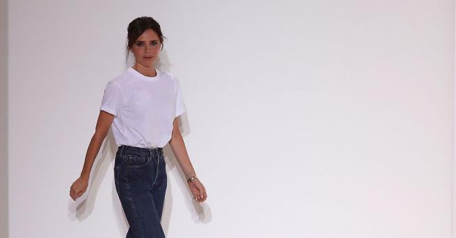 Виктория Бекъм представи най-новата си колекция на Седмицата на модата