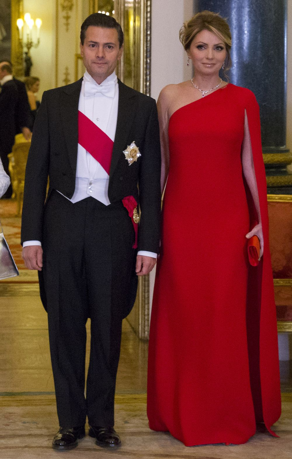 Мексиканският президент Енрике Пеня Нието и съпругата му Анхелика.