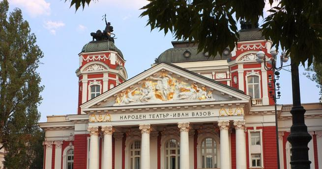 Историята на сградата на Народния театър оживява в снимки Историята
