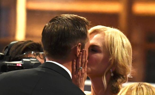Никол Кидман обясни защо целуна друг пред съпруга си