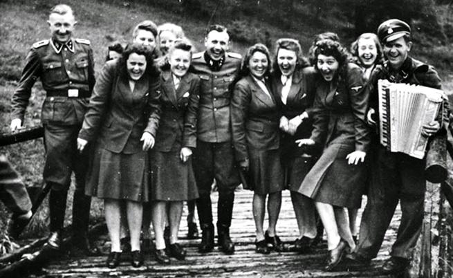 1944: Смях в