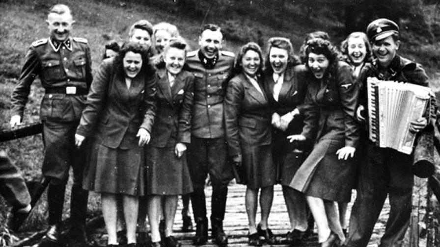 "1944: Смях в ""Аушвиц"" - как се забавляват в лагера"