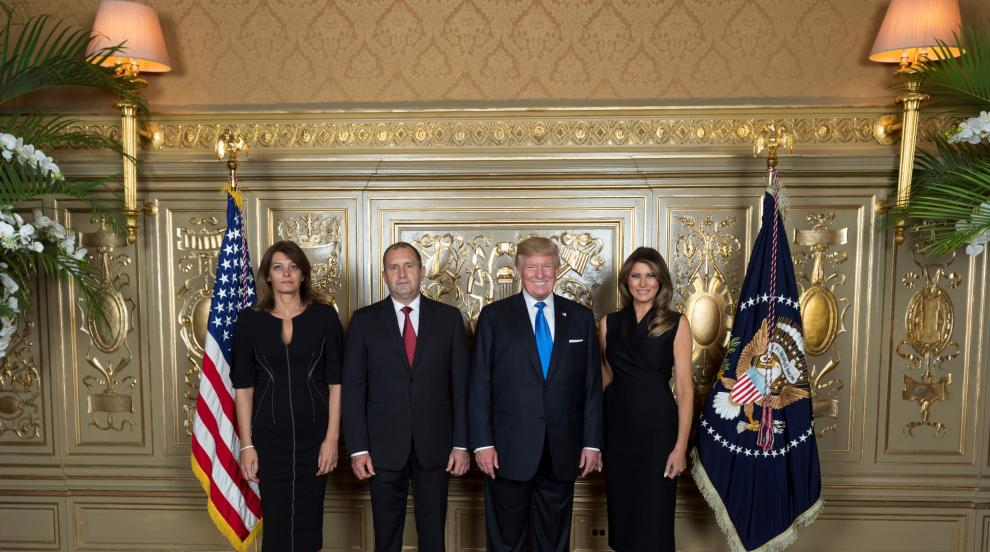 Семейство Радеви и семейство Тръмп позираха заедно
