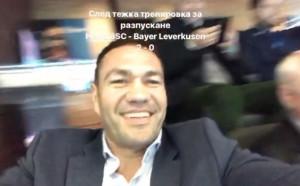 Кобрата разпуска с футбол в Берлин