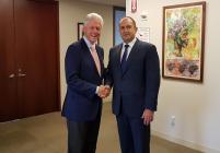 Радев се срещна с Клинтън, покани го в България