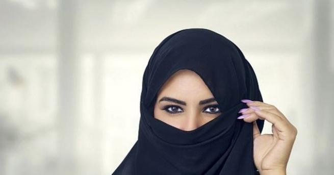 На жените в Саудитска Арабия е забранено да шофират. Крайно