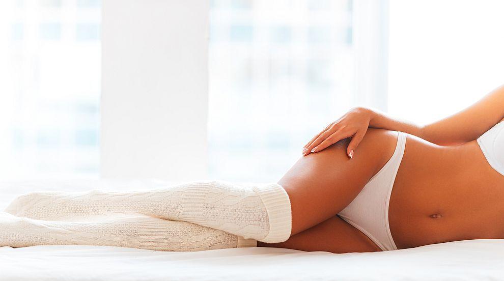 Три важни причини да спите с чорапи през студените месеци