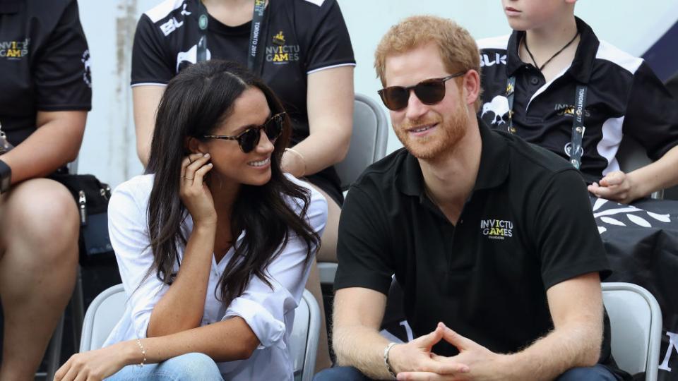 Мегън Маркъл и принц Хари уловени в сладка целувка!