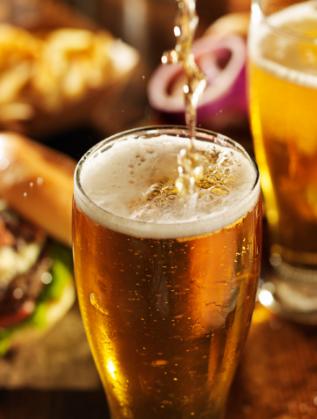 28. Първата глътка студена бира в горещ ден