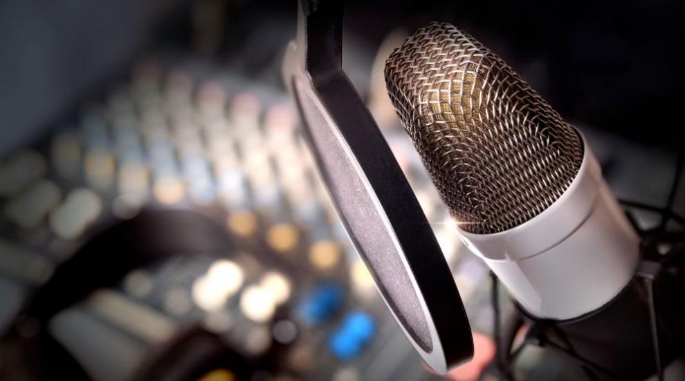 """Мъж наръга с нож по време на ефир водеща на радио """"Ехото на Москва"""""""