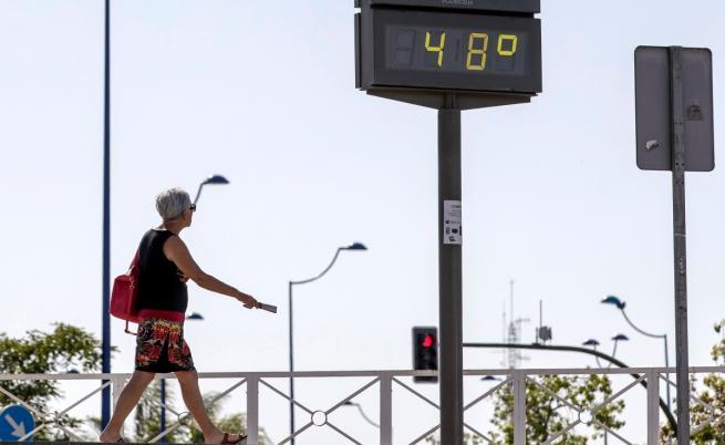 Термометър показва 48 градуса по Целзий в Севиля, Испания през юни