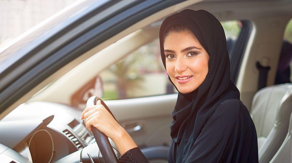 Саудитска принцеса стана една от първите жени шофьори в страната (ВИДЕО)