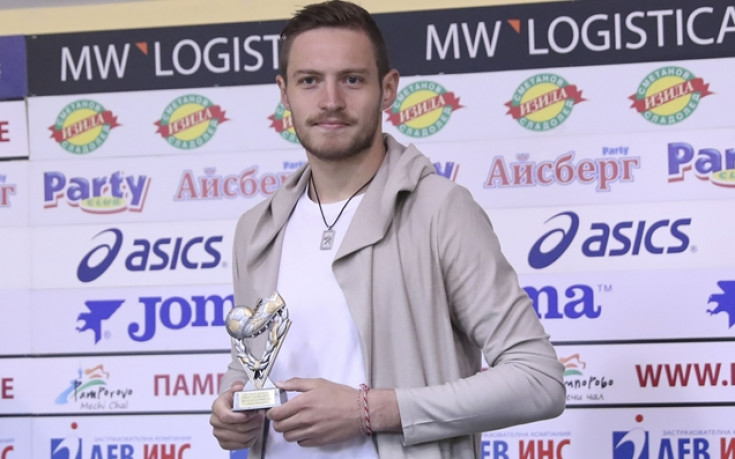 Победен гол и бутилка шампанско за Давид Яблонски