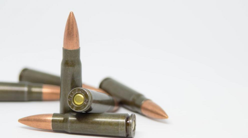 Задържаха мъж за притежание на незаконно оръжие и над 150 патрони в Хисаря
