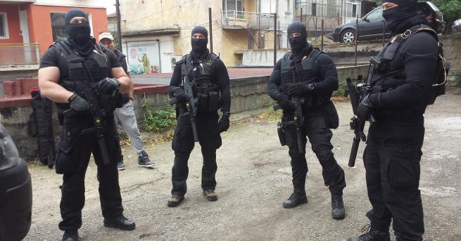 Враца осъмна блокирана от жандармерия и служители на ГДБОП. Постове