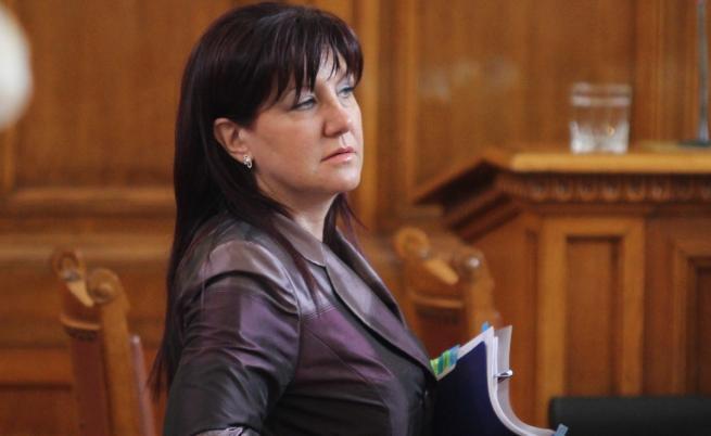 Караянчева: Депутатите от БСП ще получават пари, не мога да наруша правилника