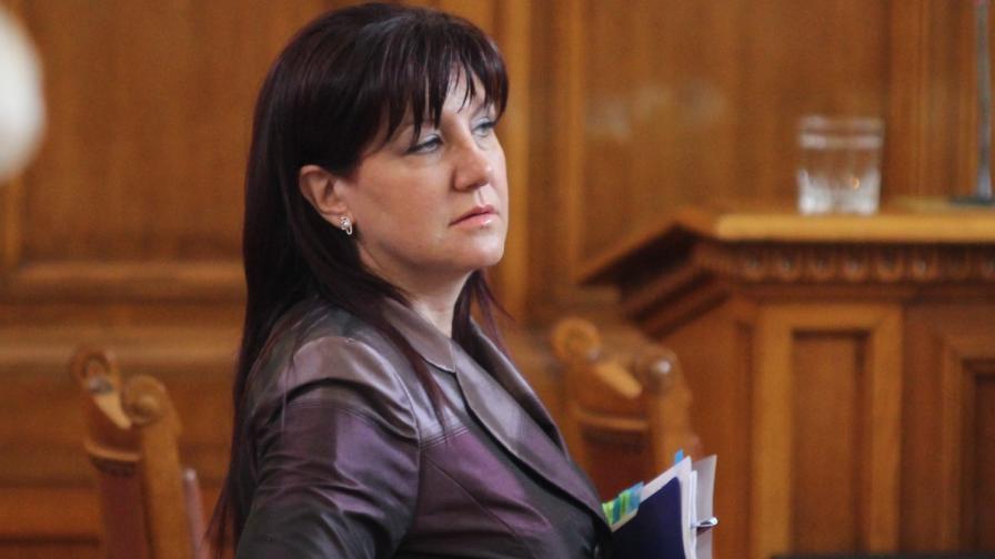 Караянчева: Оставка няма да дам